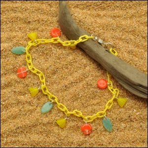 Yellow Anklet with Pyramids and Daggers